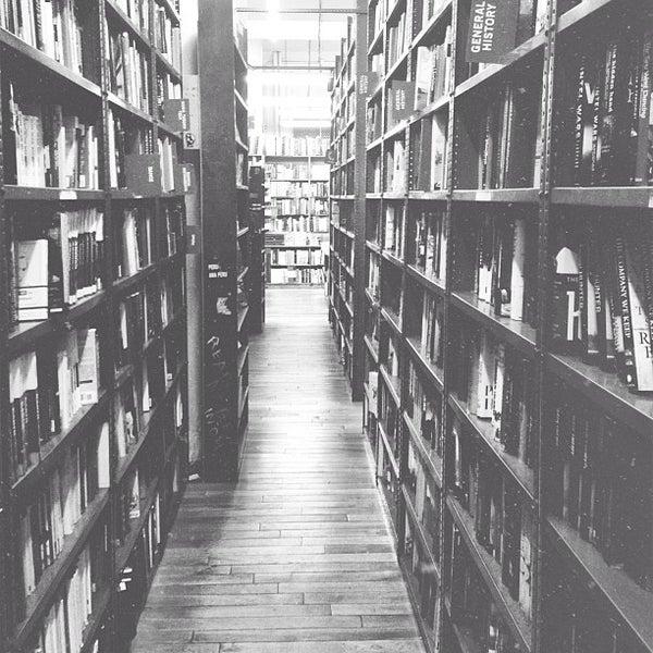 Foto scattata a Strand Bookstore da Stanley S. il 2/5/2013