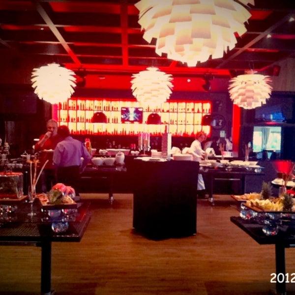 Foto tomada en Kalina Bar Restaurant por ⚜️BIGE⚜️ el 12/23/2012