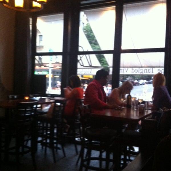 7/11/2014にGrace J.がThe Tangled Vine Wine Bar & Kitchenで撮った写真