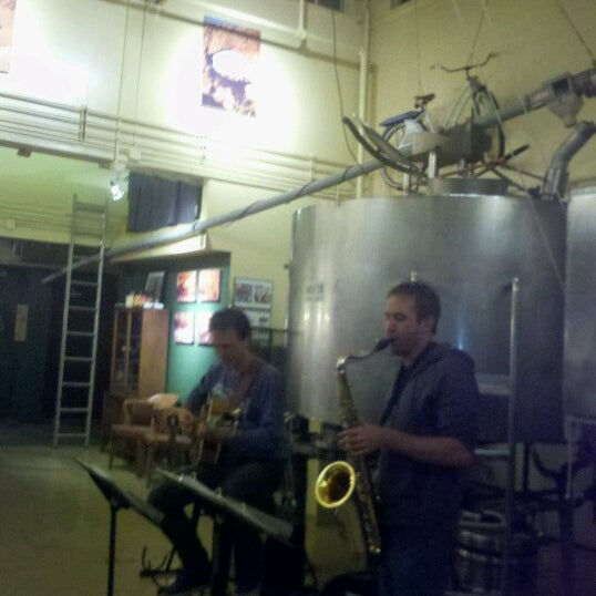 รูปภาพถ่ายที่ Mother Road Brewing Company โดย Whitney M. เมื่อ 10/6/2012