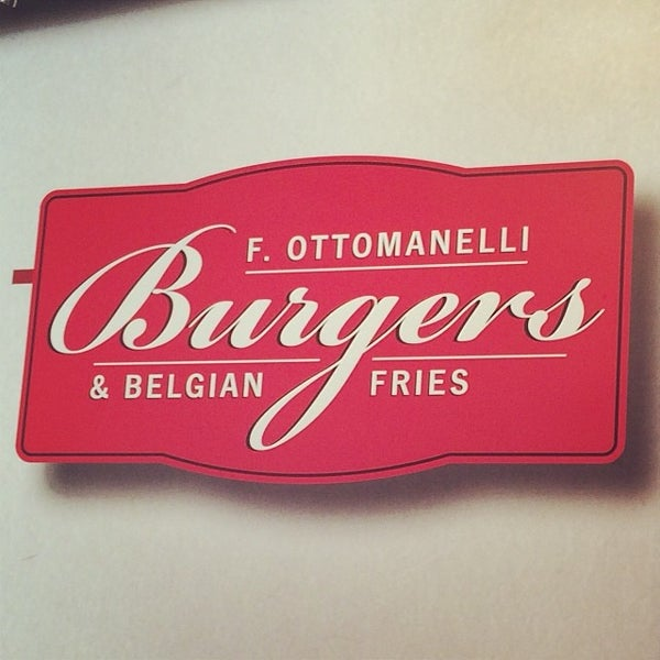 Foto tomada en F. Ottomanelli Burgers and Belgian Fries por Eddie G. el 12/21/2013