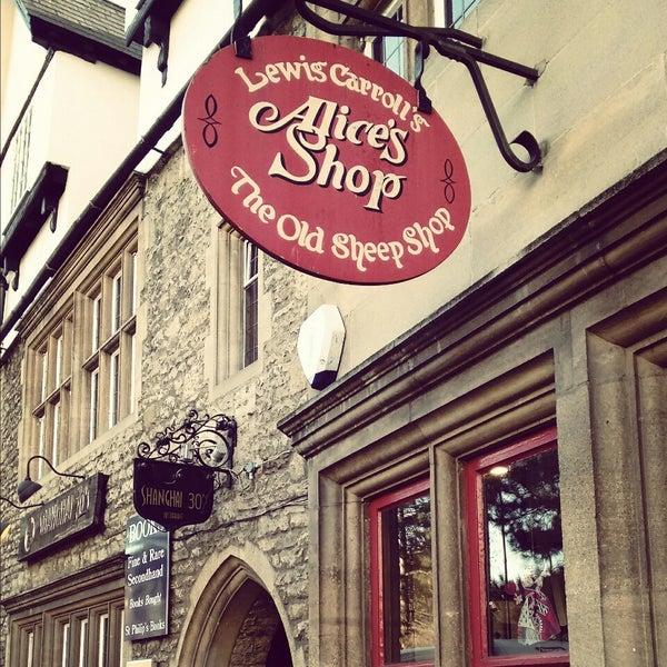 3/26/2015 tarihinde Pollyana S.ziyaretçi tarafından Alice's Shop'de çekilen fotoğraf