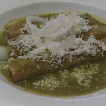 Das Foto wurde bei Restaurante Nicos von Mario C. am 12/8/2012 aufgenommen