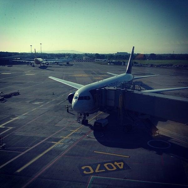 Снимок сделан в Дублинский аэропорт (DUB) пользователем Henry L. 6/10/2013