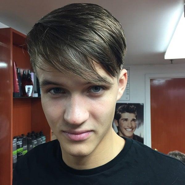 Foto scattata a David's Hairstyling da david's h. il 10/23/2014