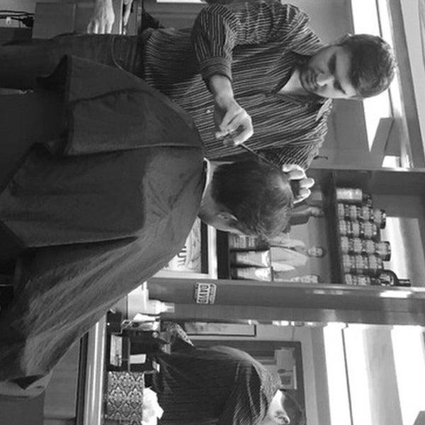 10/17/2014에 david's h.님이 David's Hairstyling에서 찍은 사진