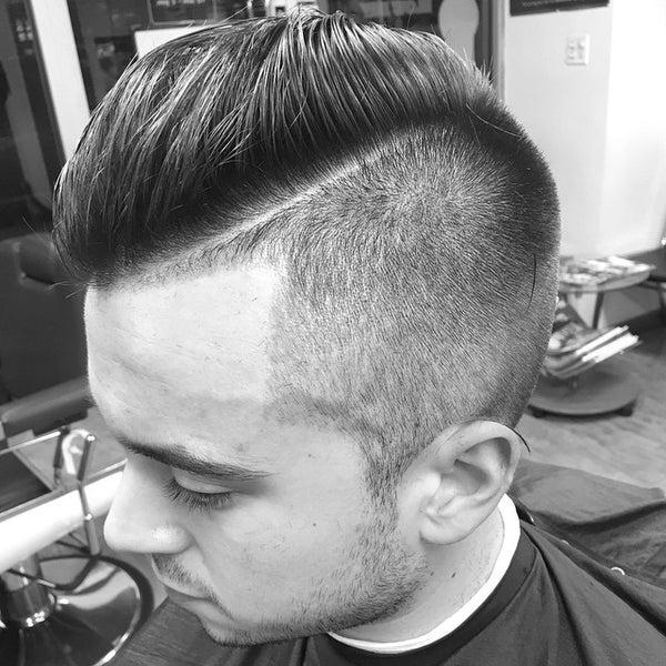 Foto scattata a David's Hairstyling da david's h. il 11/6/2014