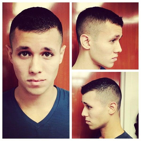 Foto scattata a David's Hairstyling da david's h. il 2/26/2015