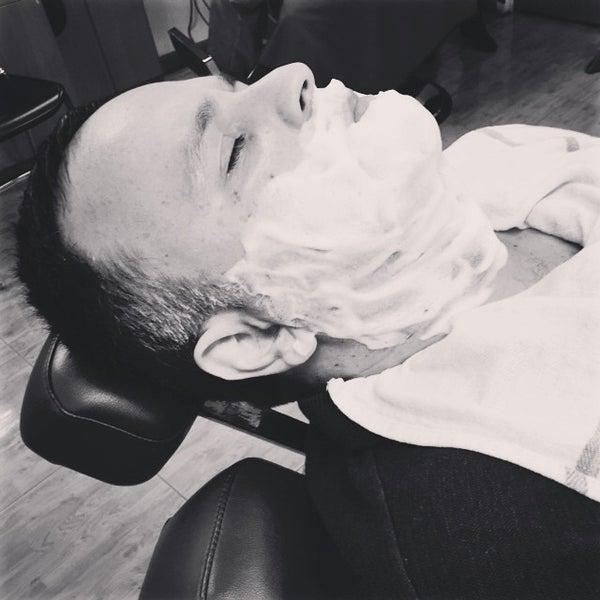 Foto scattata a David's Hairstyling da david's h. il 10/18/2014