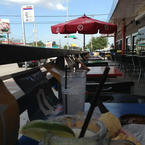 Снимок сделан в El Real Tex-Mex Cafe пользователем Mary W. 8/15/2013