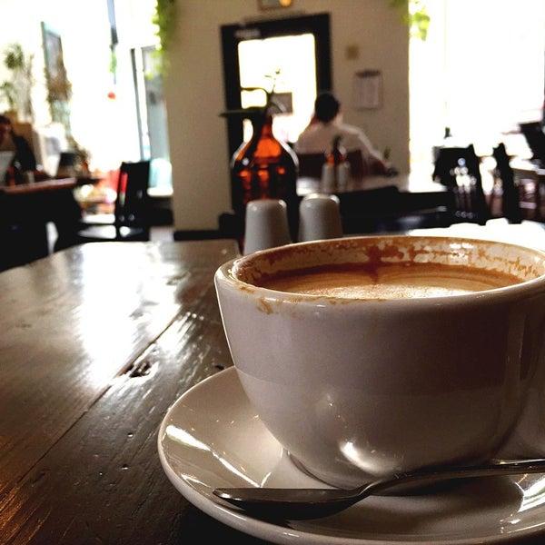 Das Foto wurde bei Cafe St. Jorge von Powen S. am 3/10/2015 aufgenommen
