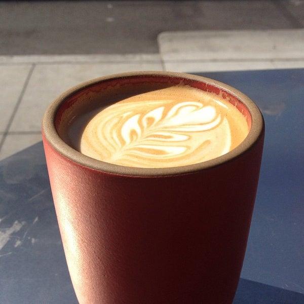 Photo prise au Linea Caffe par Powen S. le10/12/2013