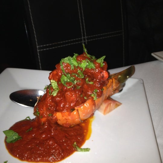 Photo prise au 2 Darbar Grill Fine Indian Cuisine par Hoshedar W. le11/25/2012