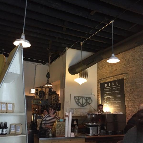 Foto tirada no(a) Bow Truss Coffee por Ziynet B. em 7/9/2015