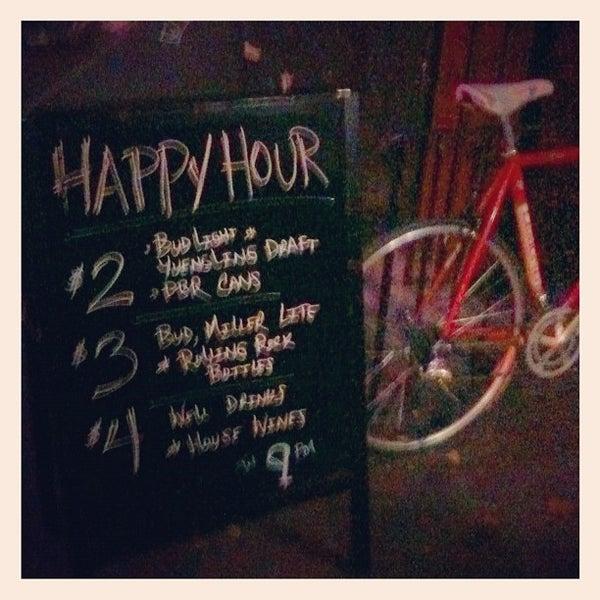 Das Foto wurde bei Nowhere Bar von Jason H. am 11/26/2012 aufgenommen