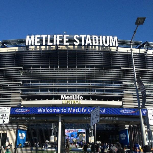 รูปภาพถ่ายที่ MetLife Stadium โดย Julio A. เมื่อ 12/30/2012