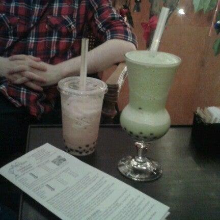 รูปภาพถ่ายที่ Tea Zone & Camellia Lounge โดย Amara S. เมื่อ 12/1/2012