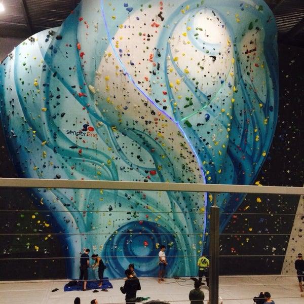 Foto tomada en Sender One Climbing, Yoga and Fitness por Bryan L. el 12/31/2013