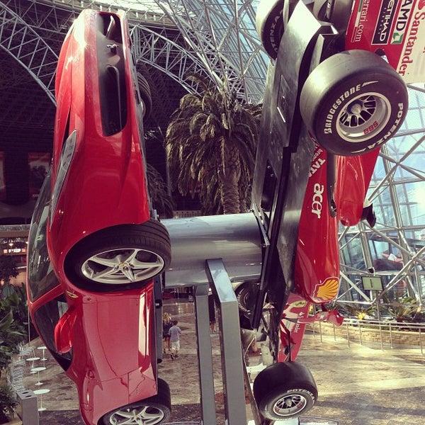 Foto tomada en Ferrari World Abu Dhabi por Alex O. el 1/2/2013