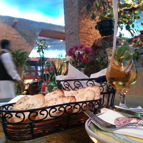 3/20/2013 tarihinde Roaa A.ziyaretçi tarafından Caffe Aroma Ksa'de çekilen fotoğraf