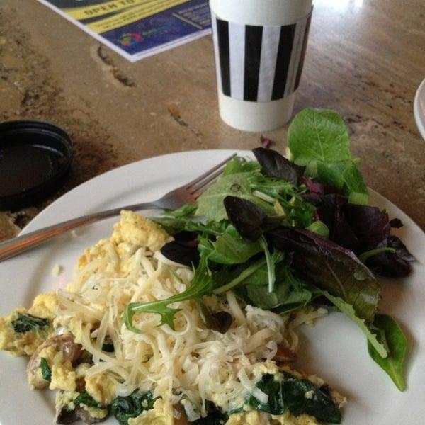 Das Foto wurde bei The Coffee Shop at Agritopia von Kathleen S. am 2/11/2013 aufgenommen