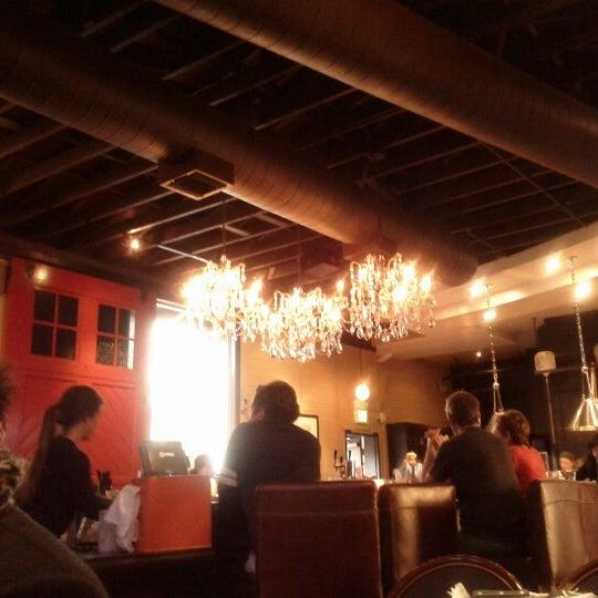 2/24/2013 tarihinde Traci K.ziyaretçi tarafından The Luggage Room Pizzeria'de çekilen fotoğraf