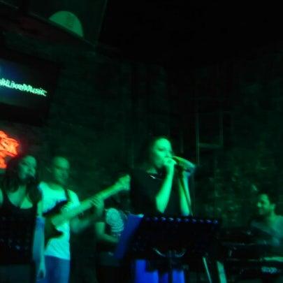 Foto tomada en Mask Live Music Club por ! :) Efe O. el 1/16/2013