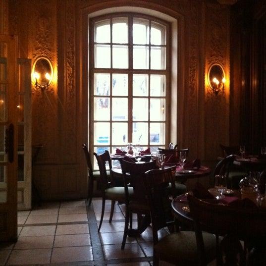 10/22/2012 tarihinde Mikeziyaretçi tarafından Cafe Pushkin'de çekilen fotoğraf
