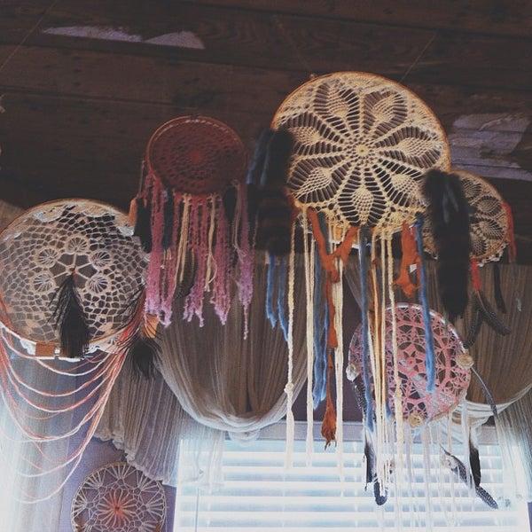 Das Foto wurde bei Charm School Vintage von Kayla S. am 10/13/2012 aufgenommen