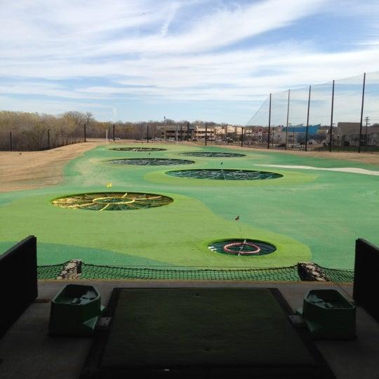 Foto diambil di Topgolf oleh Jarett D. pada 12/22/2012