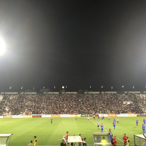 รูปภาพถ่ายที่ Toumba Stadium โดย Theodoros S. เมื่อ 7/23/2013