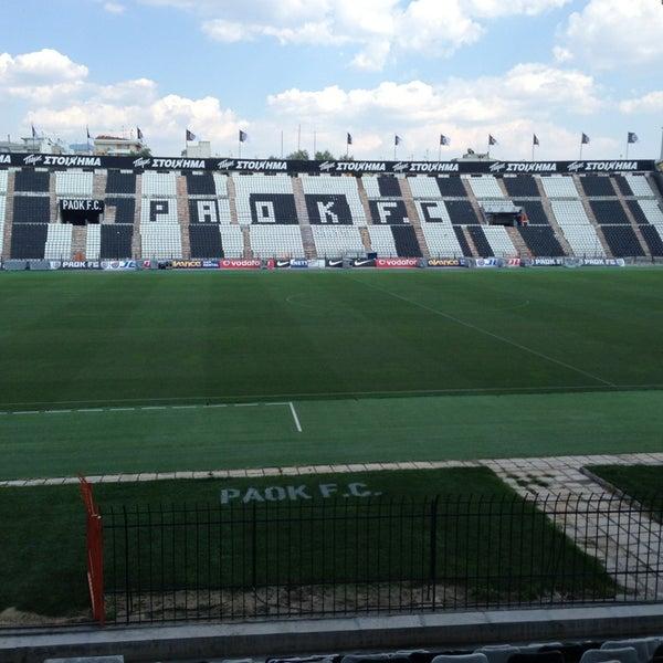รูปภาพถ่ายที่ Toumba Stadium โดย Theodoros S. เมื่อ 7/26/2013