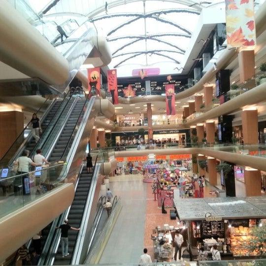 9/20/2012 tarihinde Hüseyin E.ziyaretçi tarafından A Plus Ataköy'de çekilen fotoğraf