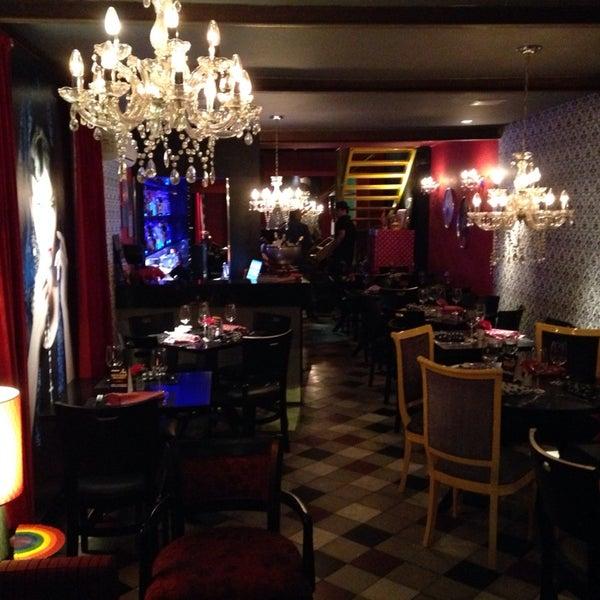รูปภาพถ่ายที่ Restaurante Almodovar โดย Alejandro G. เมื่อ 10/31/2013