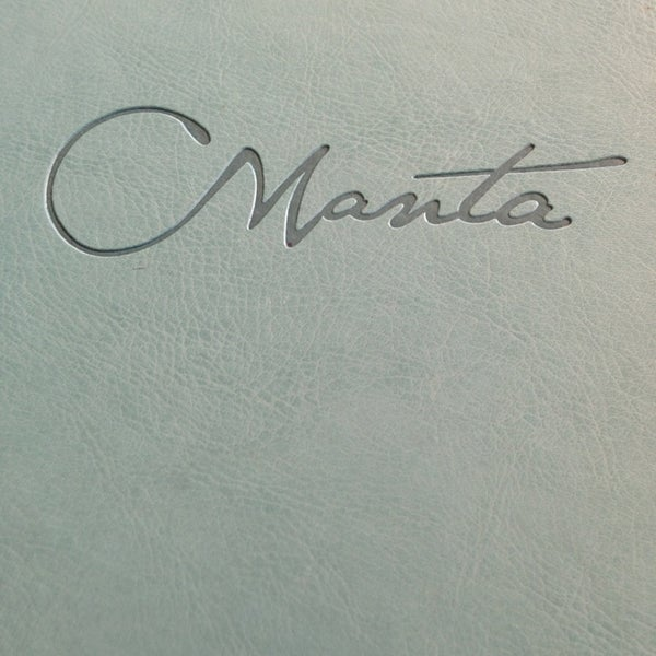 Foto scattata a Manta Restaurant da artbyONAK il 7/21/2013