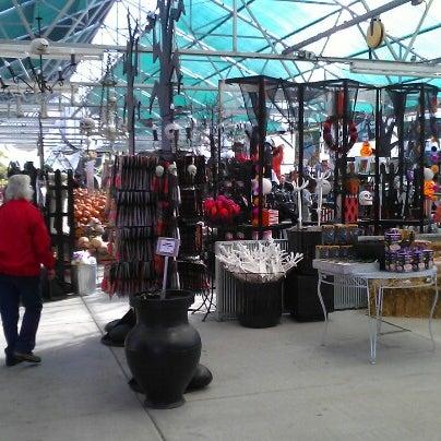 Foto tirada no(a) Nick's Garden Center & Farm Market por Matthew D. em 10/7/2012