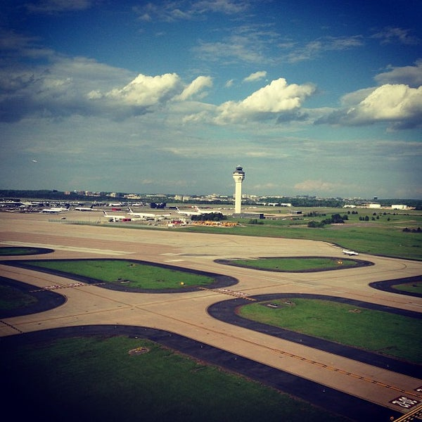 Снимок сделан в Вашингтонский аэропорт имени Даллеса (IAD) пользователем Andrew D. 5/9/2013