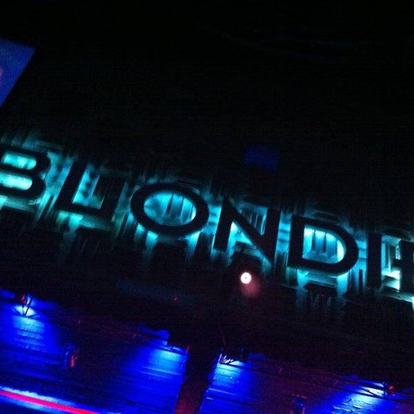 รูปภาพถ่ายที่ BLONDIE โดย kyliito z. เมื่อ 6/30/2013