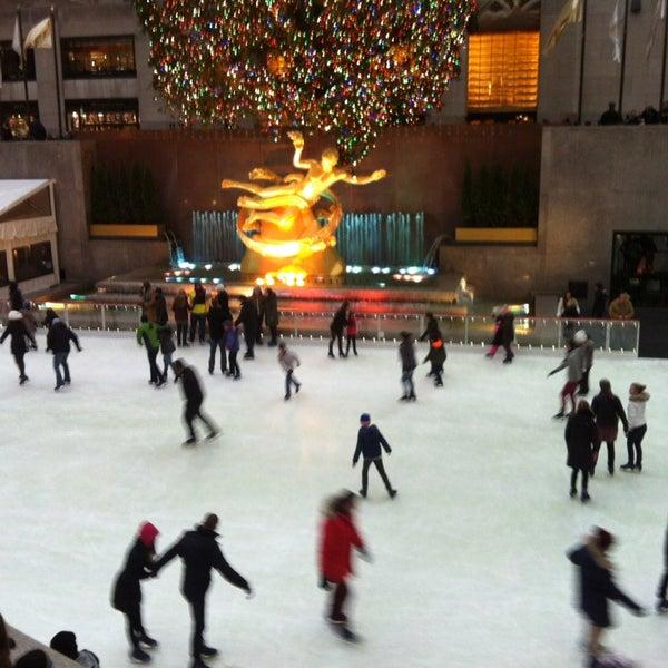 Das Foto wurde bei The Rink at Rockefeller Center von Maurizio C. am 1/2/2013 aufgenommen