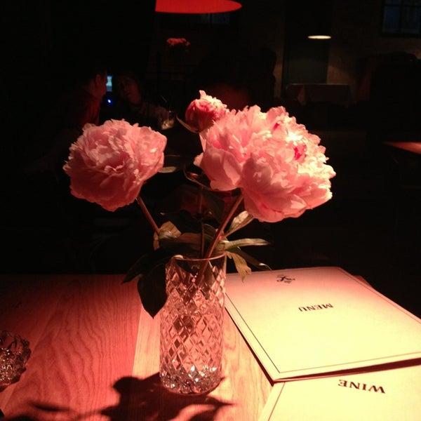 Foto tomada en FF Restaurant & Bar por Anastasia S. el 7/20/2013