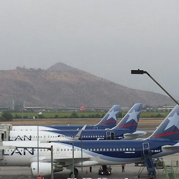 Foto tomada en Aeropuerto Internacional Comodoro Arturo Merino Benítez (SCL) por Mariano el 10/29/2013