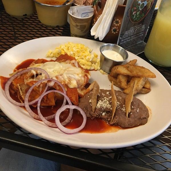 Снимок сделан в Casasola Café & Brunch пользователем Braulio O. 11/25/2016