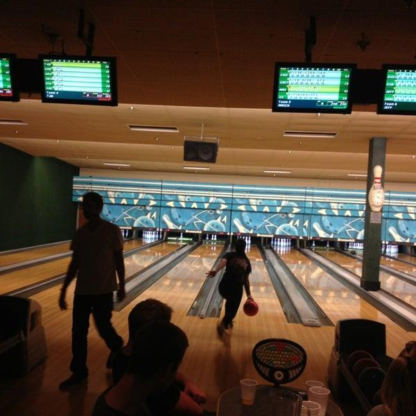 รูปภาพถ่ายที่ Park Tavern Bowling & Entertainment โดย Rick S. เมื่อ 12/27/2012