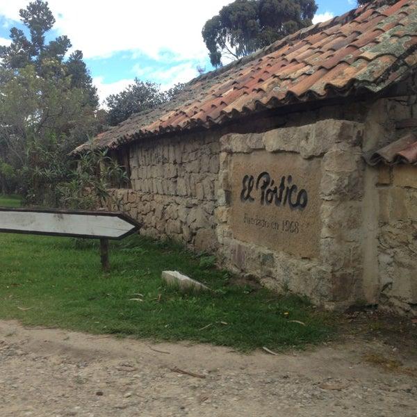 Das Foto wurde bei El Pórtico von Angélica M. am 6/2/2013 aufgenommen