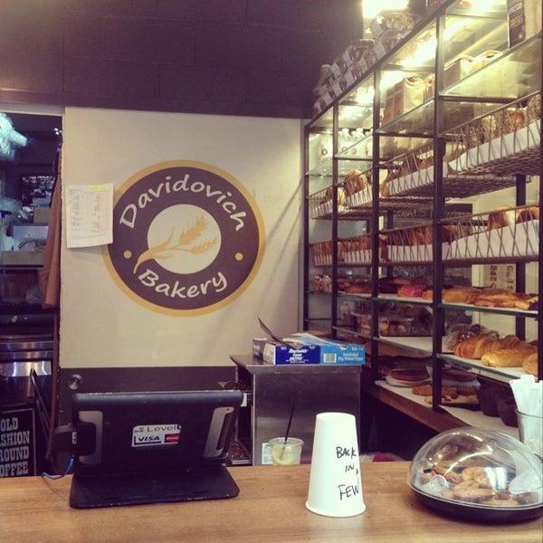 7/14/2014 tarihinde Merissaziyaretçi tarafından Davidovich Bagel Shop NYC'de çekilen fotoğraf