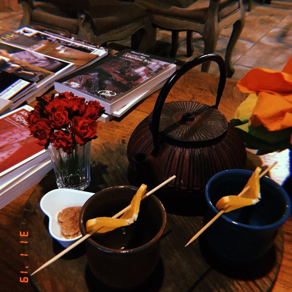 Foto diambil di Cha'ya Galata oleh Jbid u. pada 2/10/2019