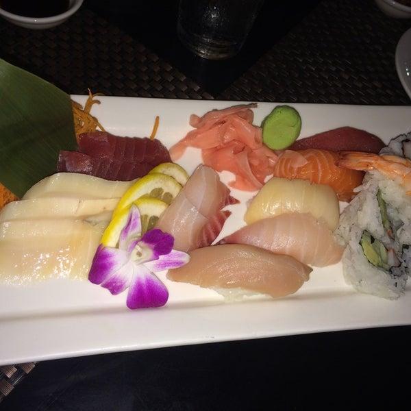 Foto scattata a Koi Fine Asian Cuisine & Lounge da Sudip P. il 7/21/2014