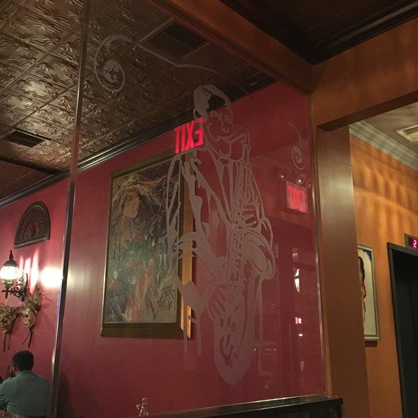 Foto scattata a Bourbon Street Restaurant and Catering da Robert C. il 4/2/2016