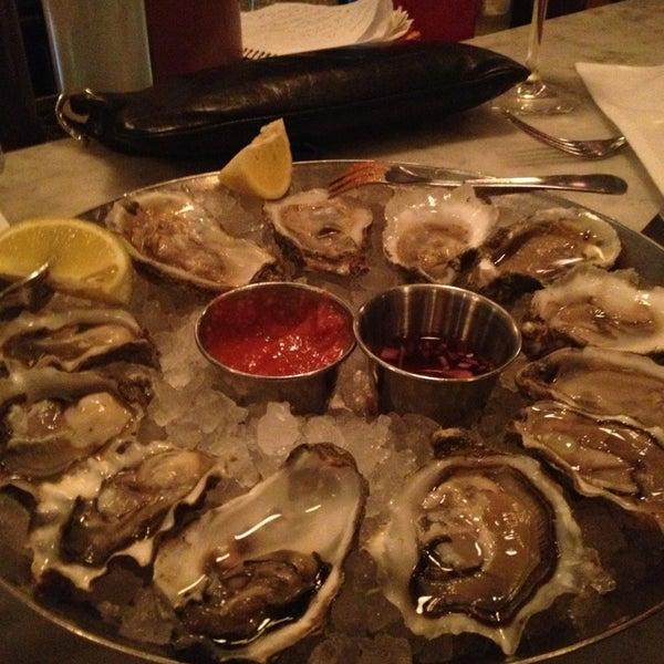 Foto scattata a Hank's Oyster Bar da Mayvin M. il 2/18/2013