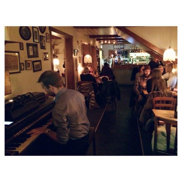 Yummy bruschetta and lovely live piano